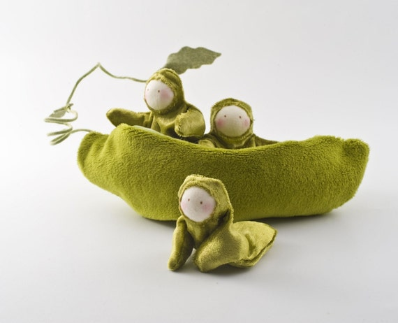 Pea Pod play set - three peas in a pod