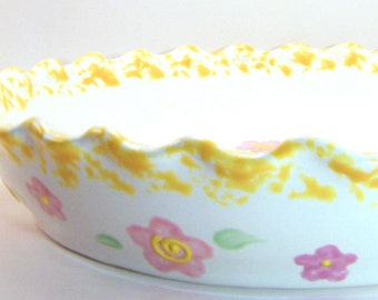 Daisy Pie Dish - Personalized Pie Plate - Pretty Flower Pie Dish - Personalized ceramic Bakeware - Pastel Flower Baking Dish - Made in USA