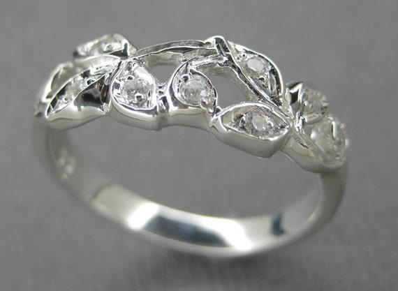 Leaf anniversary ring.14k white gold leaf ring with diamonds. Vine ring with diamonds. Engagement ring with leaves and diamonds.
