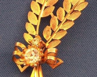 STUNNING VINTAGE PIN - Signed Sarah Coventry