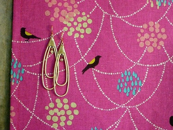 FREE US SHIPPING -- Earring Organizer and Jewelry Display (Necklace Holder, Jewelry Storage) - bird n' beads (magenta)