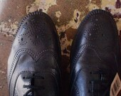 BLACK BROGUES - LOVELY DETAILING - SIZE 8\/9