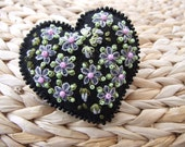 Heart Felt Pin with Grey and Pink Daisies