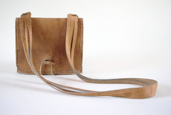 Perfect 70s BOHO Sturdy Distressed Camel Tan Leather Square Envelope Accordion Harness Purse