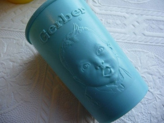 vintage baby cups, gerber baby cup, vintage 1950s, plastic baby cups, set of four, blue yellow, baby face, kitchen, small cups, housewares