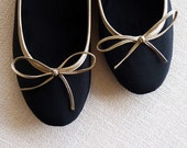 Gold Nights: Handmade ballet flats in black and gold from De Bonis Orquera