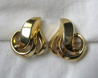 Classic vintage Trifairi gold tone open scroll earrings clip back
