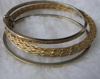 Bracelet set of 3 attached gold tone bangles plain and textured