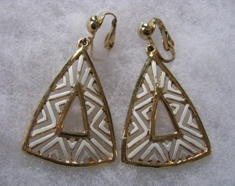 Funky gold tone and white triangle vintage clip back earrings. Clip on