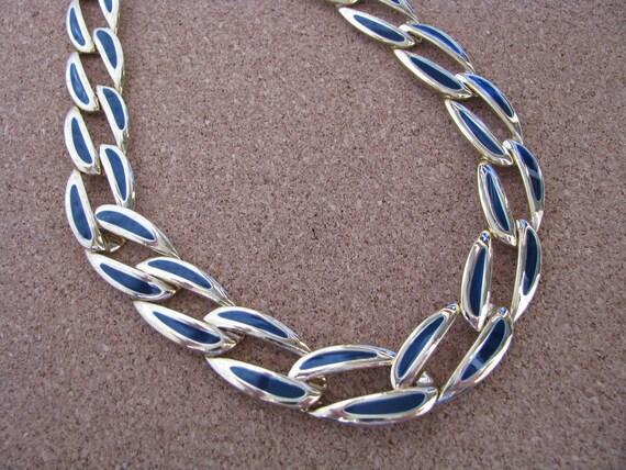 Shiny gold tone vintage link necklace with blue enamel