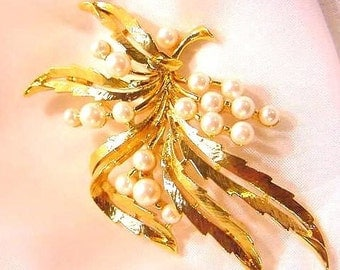 Faux Pearl Flower Spray Vintage Pin by Trifari