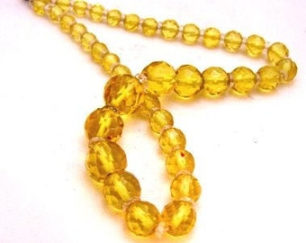 Vintage Faceted Yellow Glass Graduated Bead Necklace