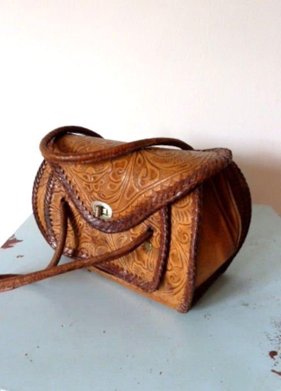 SALE. 1950s tooled leather bag / 50s purse