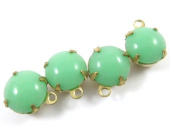 6 - Vintage Round Glass Stones in 1 Ring Closed Back Brass Prong Setting - Jade / Light Green -  8mm