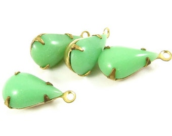 4 - Vintage Pear Shaped Stones in 1 Ring Closed Back Brass Prong Settings - Jadite /Jade - 13x8mm