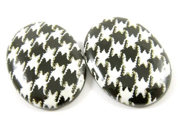 3 - 18x25mm Vintage Houndstooth Oval Plastic Cabochons - White and black .