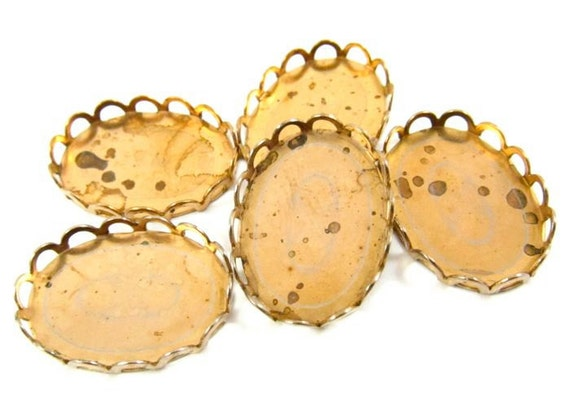 10 - 18x13mm  Vintage Brass Oval Bezel Cup with Lace Edge