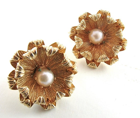 Classic Flower Earrings Vintage Jewelry with Faux Pearls Clip On Earrings ((Free SHipping USA))