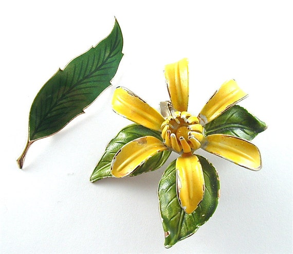 Vintage Flower Brooches Jewelry Lot Shabby Chic Yellow Daffodil Green Leaf Floral Pins (Free Shipping USA)