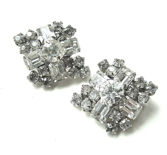 Sale Vintage KRAMER Designer Holiday Rhinestone Earrings Clip On Ice, FREE US Shipping