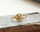 Daisy Ring Gold, Enamel Daisy Ring, White Daisy Ring, Vintage Daisy Ring, Gold Enamel Ring, Gold Flower Ring, Enamel Flower Ring, Size 7