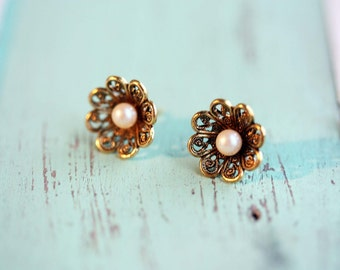 Pearl Flower Studs, Round Flower Studs, Flower Studs, Filigree Studs, Gold Stud Earrings, Gold Flower Studs, Brass Studs, Pearl Studs, Studs