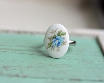 White and Blue Flower Ring