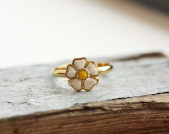 Gold Daisy Ring - Size 7