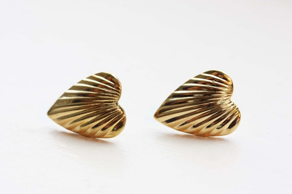 Classic Vintage Heart Studs