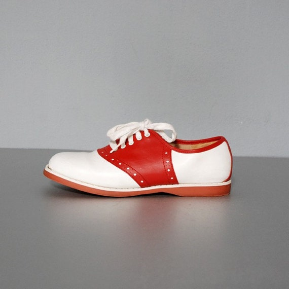 Red And White Oxford Saddle Shoes Size 6