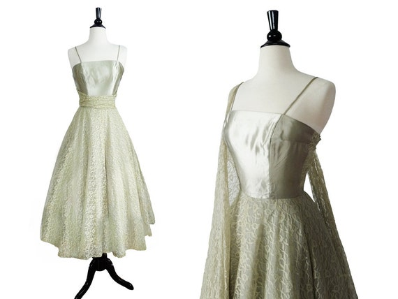 1950s dress // 50s bombshell dress // 50s lace princess dress