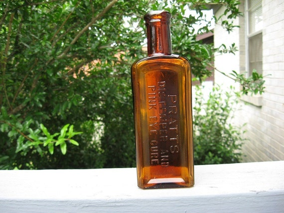PRATTS DISTEMPER AND PINK EYE CURE Antique Bottle