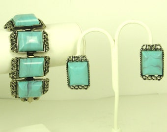 Vintage 1950s Turquoise Plastic Bracelet and Earrings