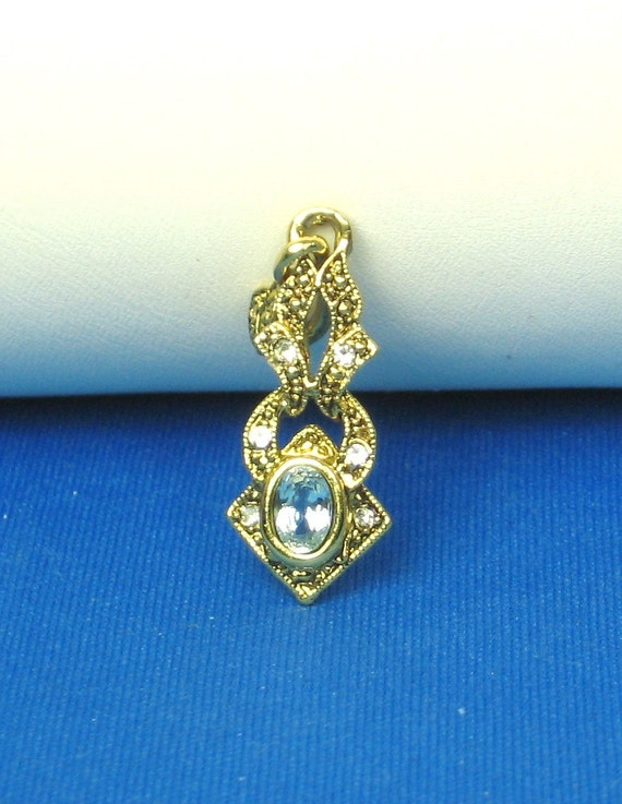 Gold Tone Metal and Blue Glass Gemstone Pendant