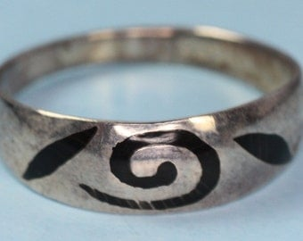 Sterling Modernist Ring Black Enamel Design Netherlands Vintage