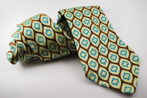 Beautiful Wide Vintage Tie