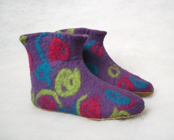 Felted booties-felt wool slippers-men slippers-women slippers- felted slippers-natural slippers -Purple-Blue-Pink-Green-Valentines day gift