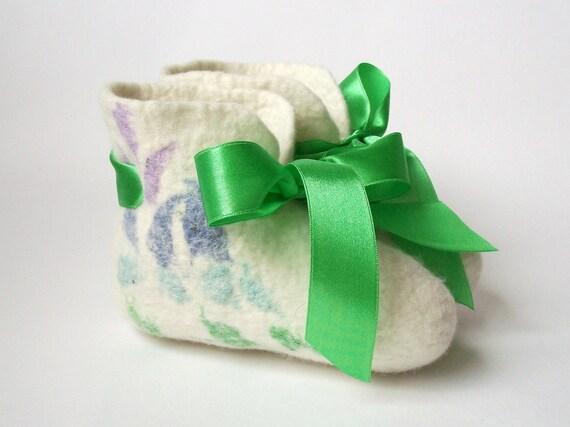 Felted kids booties-felt wool slippers-kids slippers- baby booties-felted slippers-natural slippers-felt white, green booties-made to Order