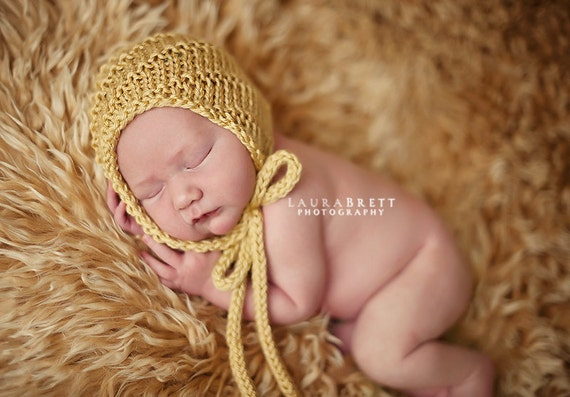 Simple Bonnet with Ties - newborn photo prop