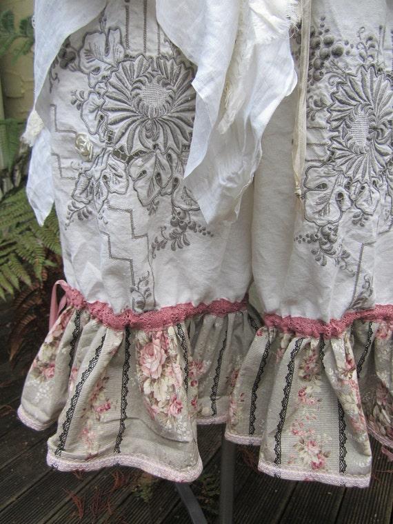 Vintage Kitty bloomies.. short bloomers.. gorgeous embroidered linen, ooak, ecru, vintage roses.. Med - XL