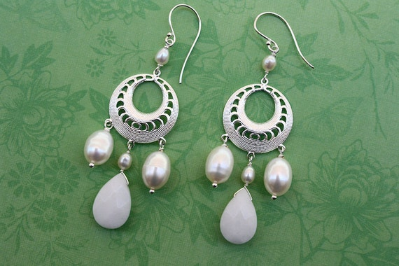 Free Shipping in US - White Pearls White Jade Earrings - Spring, weddings