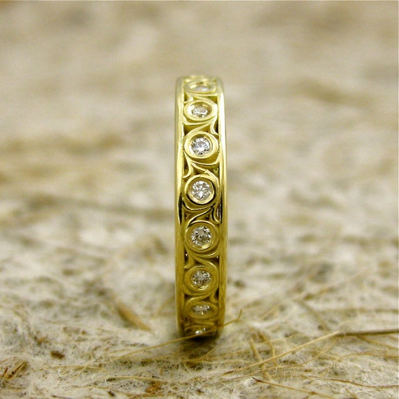 Diamond Wedding Ring in 18K Yellow Gold with Vintage Inspired Scroll Work and Glossy Finish Size 6