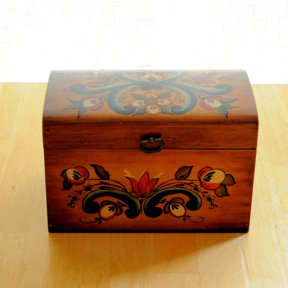 folk art wooden box with norwegian rosemaling