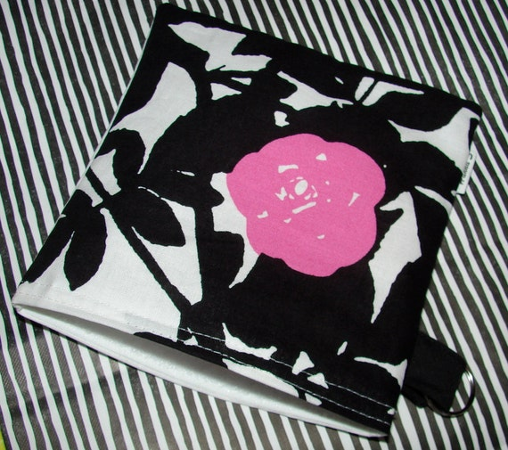 Marimekko Ruusupuu  Snack / make up / Wet / Baby Bag/ Pouch about 7x5 inches
