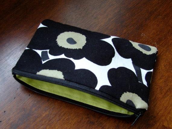 "Black poppy, Unikko coin purse, lined, 6.5x4"" Finland"