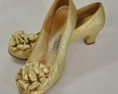 1960s Metallic Gold Brocade with Flower Pom Poms Formal Heel Dress Pumps Shoes by Realities From Oomphies Size 7.5