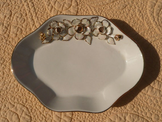 Elegant Gold and Mother of Pearl Rose Soap Dish