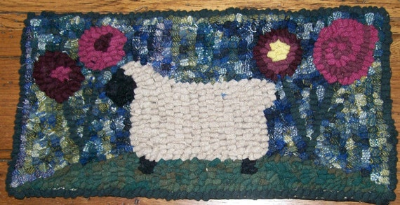 Beginner Primitive Sheep with Posies Rug Hooking Kit with Hook FREE SHIPPING