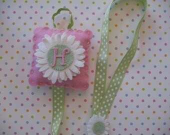 Monogramed clip and bow holder