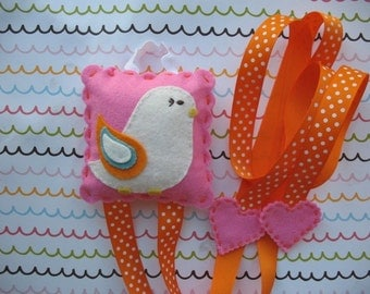Pudgy Birdie Hair Clip And Bow Holder